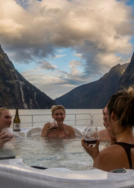 Top deck hot tub CREDIT Fiordland Discovery v2